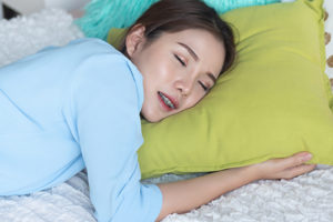 woman experiencing teeth grinding in sleep